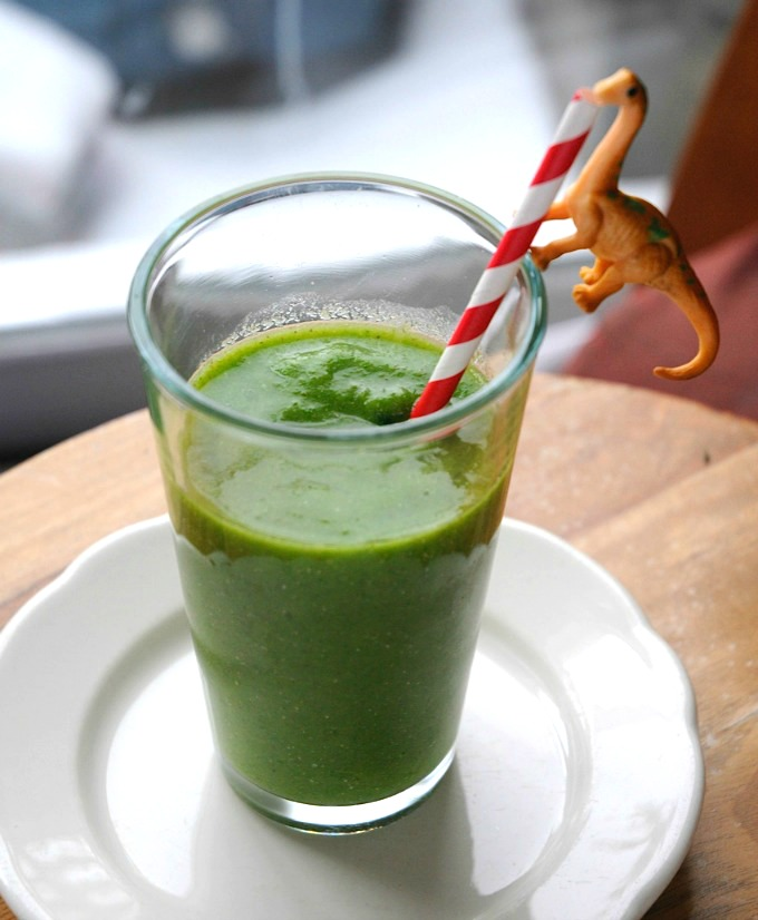 delicious green smoothie- portion out your smoothie stuff ahead of time and feeze it • tinyrottenpeanuts.com
